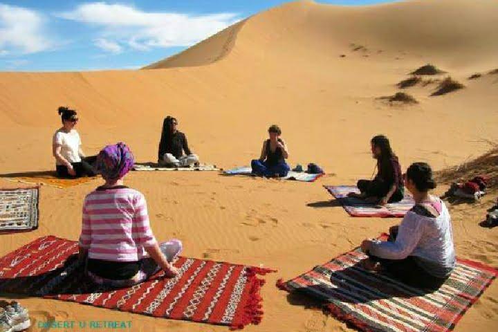 Yoga-en-el-desierto-de-Marruecos